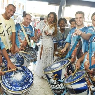 Portela promove transmissão do jogo de estreia do Brasil na Copa