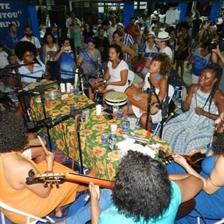 Portela de Asas Abertas dedicado às mulheres recebe grande público e tem tarde com muito samba e cultura