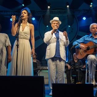 Paulinho da Viola e Marisa Monte arrebatam público em show de celebração dos 95 anos da Portela